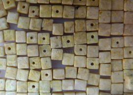 3mm Szintetikus kő kocka gyöngy - márvány festett sárga