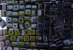 4mm Üveg kocka gyöngy - fekete