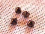 Pyramid - 6mm kétlyukú piramis gyöngy - Lüszteres bronz