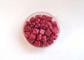 Silky diamonds kétlyukú gyöngy - 6x6mm - matt piros