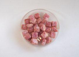 Silky diamonds kétlyukú gyöngy - 6x6mm - márványos pink