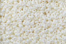 Lüszteres fehér - TOHO Magatama 3,5mm - 10g